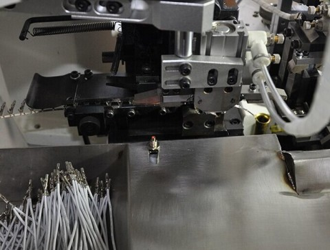 fully-automatic-wire-crimping-machine